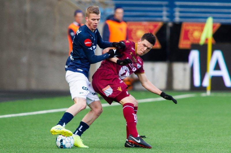 Samúel Kári Friðjónsson i duell med Pål Erik Stensøe Ulvestad under serieåpningen mot KBK. Foto: Carina Johansen / NTB Scanpix