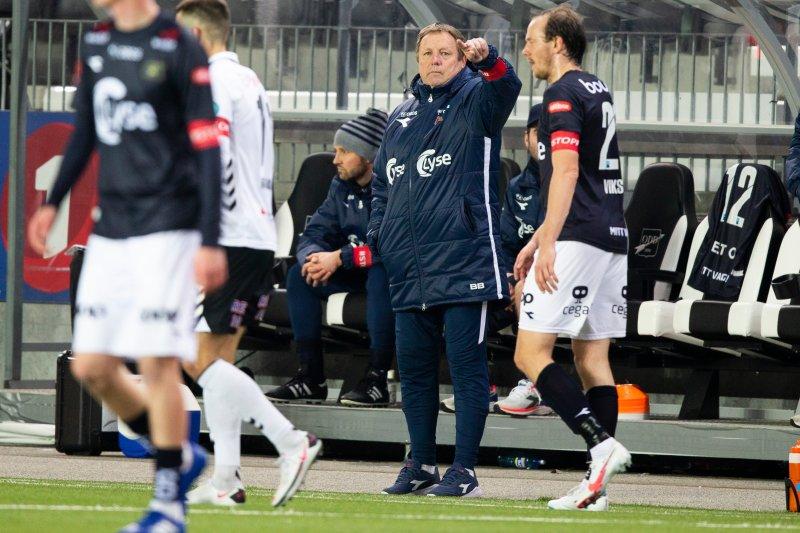 Bjarne Berntsen hadde gjort flere endringer fra laget som møtte Stabæk søndag. Foto: Trond Reidar Teigen / NTB