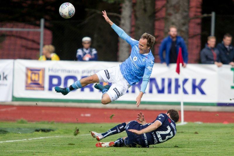 Rolf Daniel Vikstøl tråkket til i derbyet mot Sandnes Ulf i 2018. Her er det Vidar Nisja som får gjennomgå. Foto: Carina Johansen / NTB Scanpix