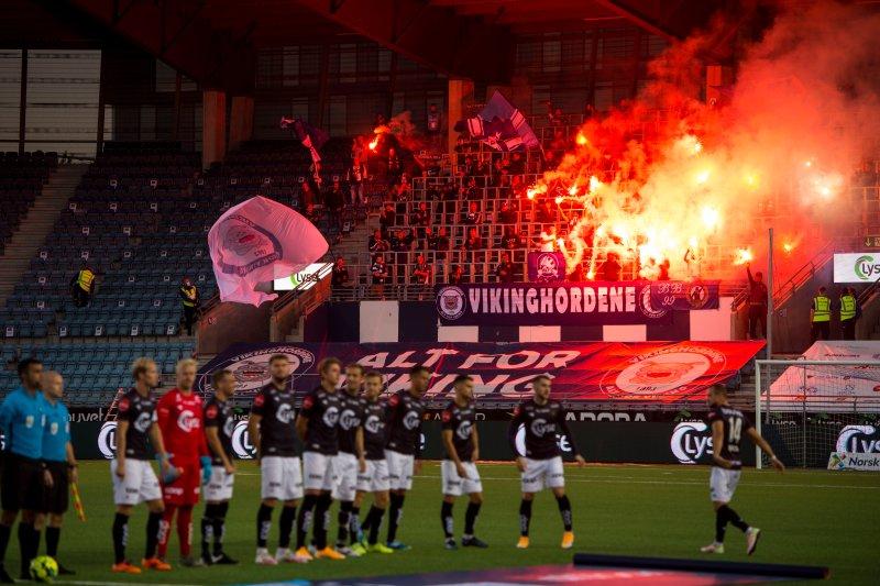 Grei kok på tribunen da Felt O var tilbake under kampen mot Molde. Foto: Carina Johansen / NTB scanpix