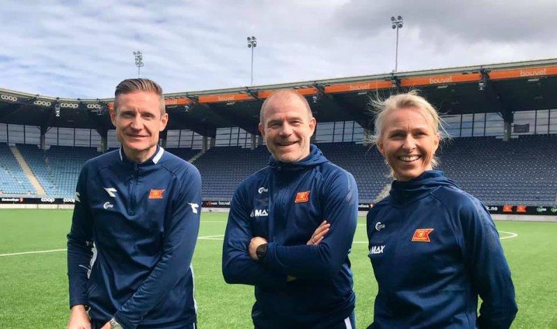Trenerne Helge Aune og Egil Østenstad sammen med lagleder Ellen Heggheim.