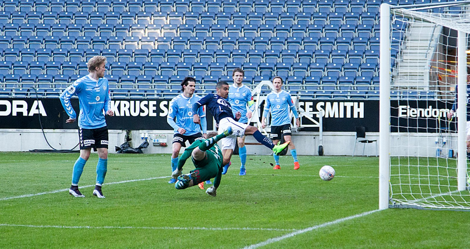 Viking - Sandnes Ulf 3-3. Kwesi Appiah reduserer til 2-3. Foto: Tore Fjermestad