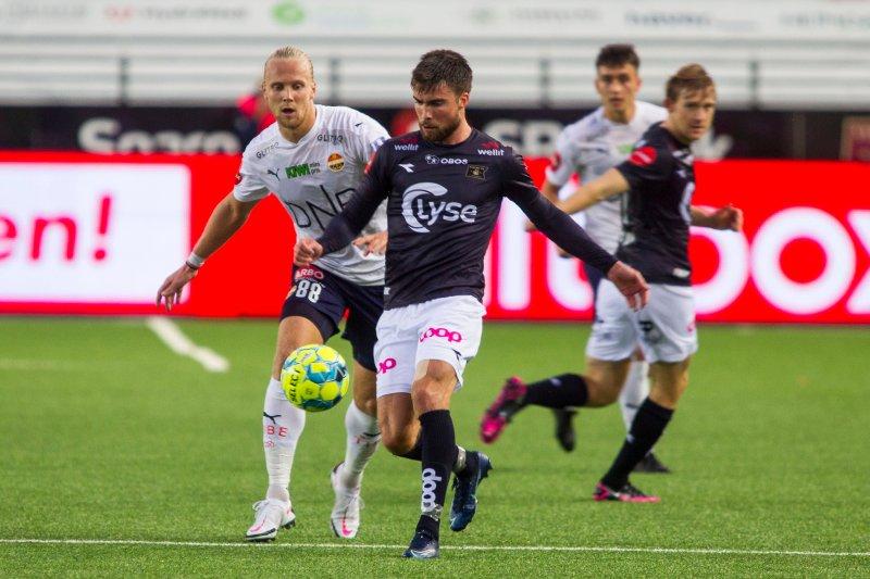 Sondre Flem Bjørshol kom nære scoring, men ble nektet av gjestens keeper. Foto: Carina Johansen / NTB