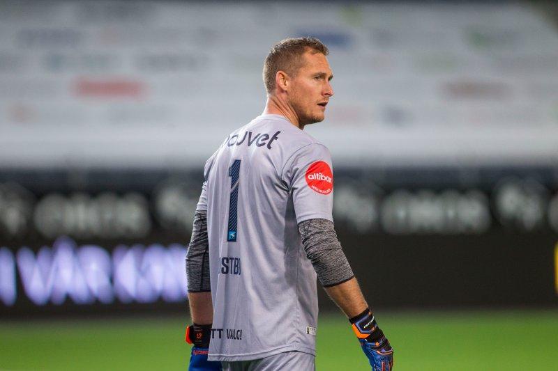 Iven Austbø og de andre Viking-spillerne var lite fornøyde med gjestenes første scoring. Foto: Carina Johansen / NTB