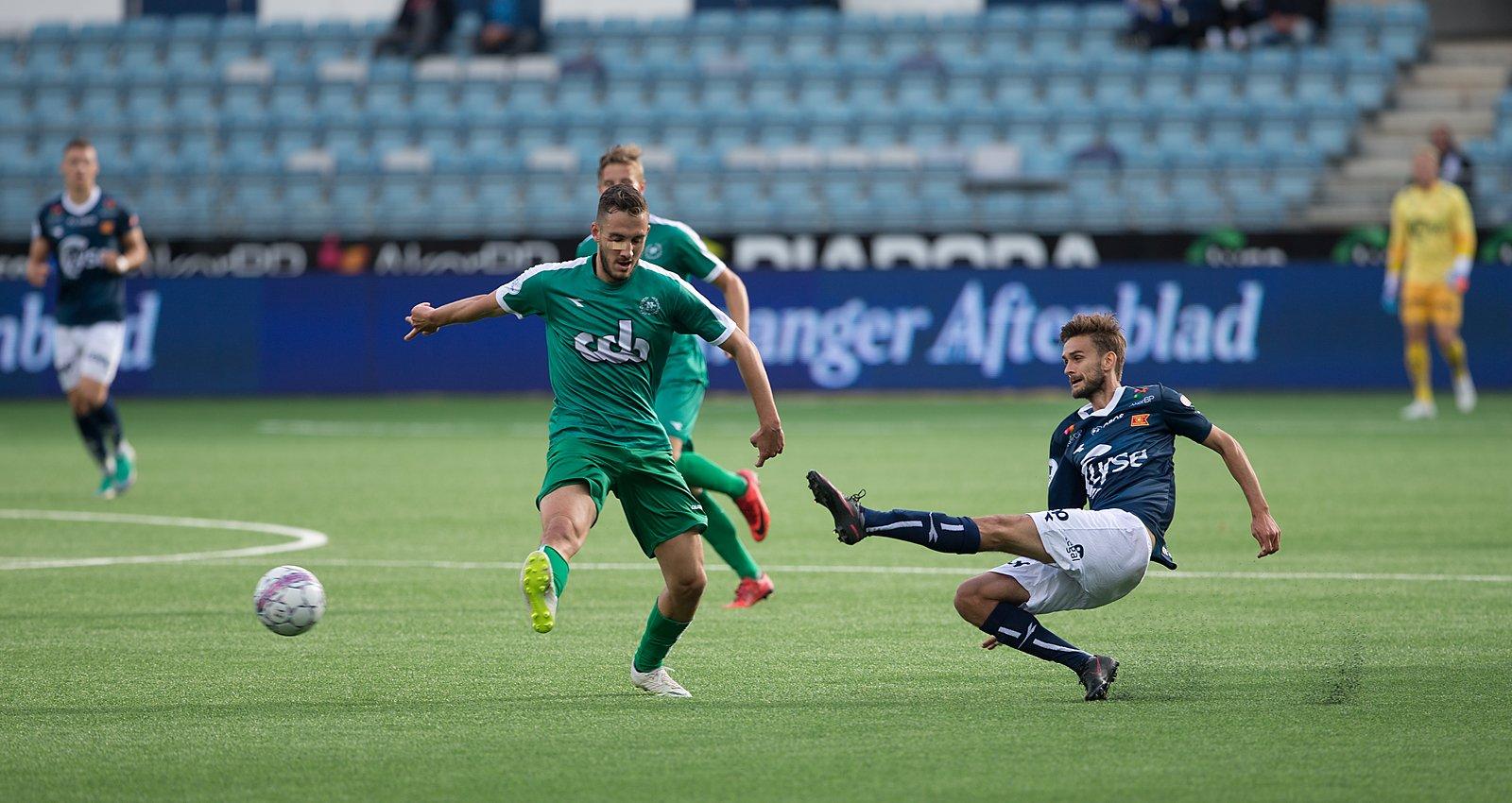 Viking-  Nest Sotra. Johnny Furdal får levert pasning. Foto: Tore Fjermestad